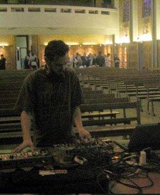 mix sons-vidéos dans une église à Lille 2006