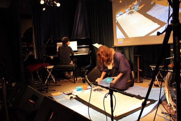 ピアノ×書の約25分間の即興ライブ