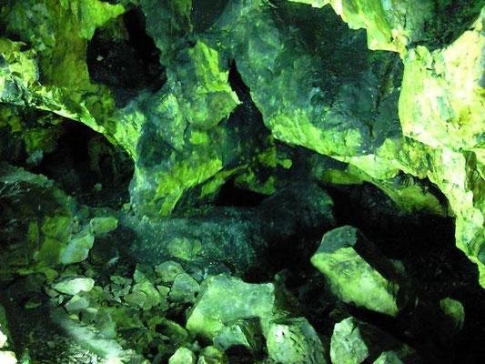 延沢銀鉱洞内部