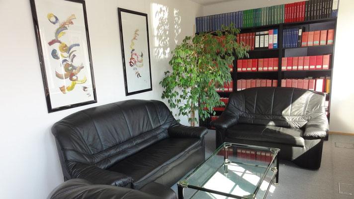 Gemeinsames Besprechungszimmer der Rechtsanwälte