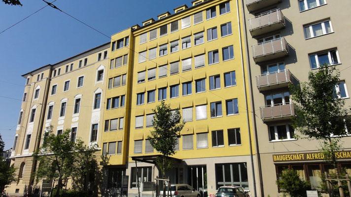 Aussenfassade vom Kanzleigebäude an der Schaezlerstraße