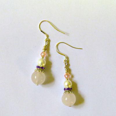 31. Boucles d'oreilles:Quartz rose, Perles d'eau douce& Argent; CHF 30.
