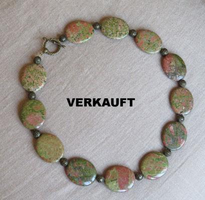 8. Halskette: Unakit; 45 cm; CHF 60.