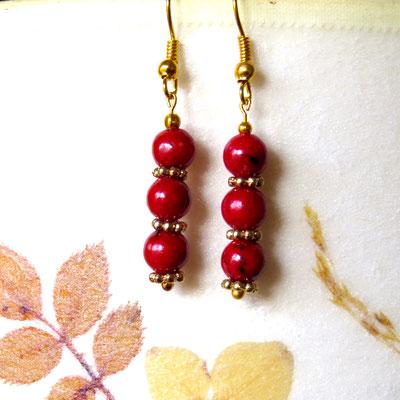 18. Boucles d'oreilles: Chrysocole rouge; CHF 20.