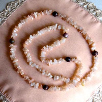 64. Halskette: Jade und Pfirsich-Turmalin; 80 cm; CHF 70.