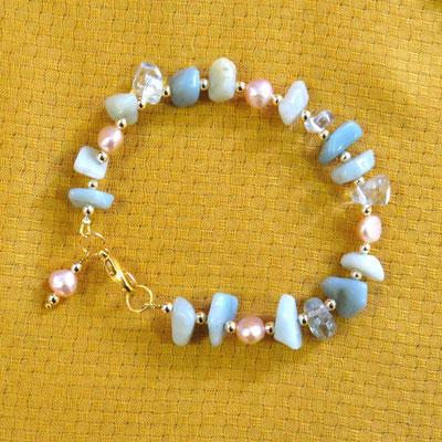 21. Bracelet: Amazonite, Cristal de roche & Perles d'eau douce; CHF 30.