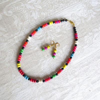 100. Halskette (50 cm) und Ohrringe: Türkiser Howlith; CHF 65.