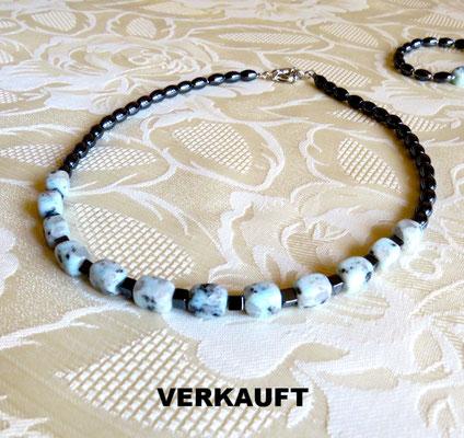 30. Halskette: Granit und Hematit; 48 cm; CHF 65.