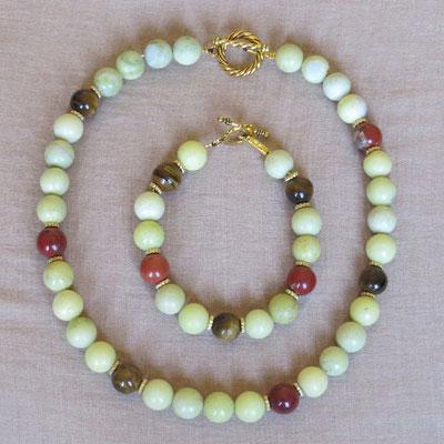1. Halskette und Armband: Neue Jade, Tigerauge und Rote Jaspis; 45 cm; CHF 95.