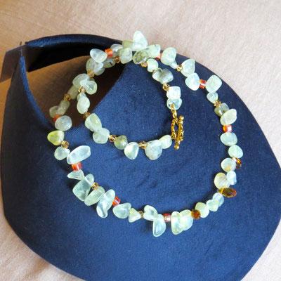 12. Halskette: Prehnit und Swarovski; 48 cm; CHF 60.