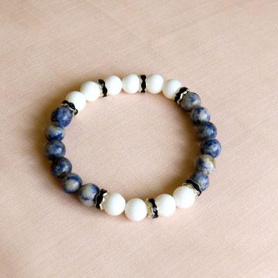 8. Bracelet: Agate blanche & Sodalite; CHF 25.