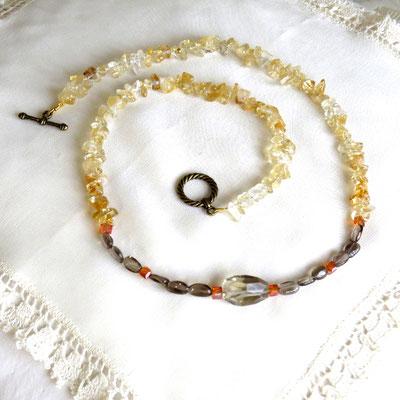 22. Halskette: Citrin, Rauchquarz und Swarovski; 60 cm; CHF 60.