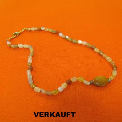 49. Halskette: Alte Jade; 45 cm; CHF 40.