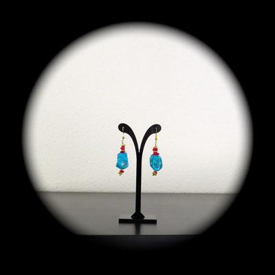 66. Boucles d'oreilles (5 cm) : Howlite & Corail ; CHF 25.