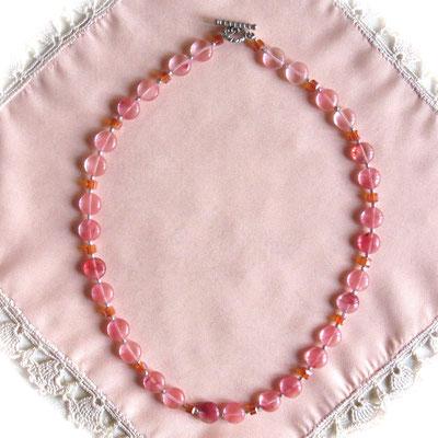43. Collier: Cherry quartz: 45 cm; CHF 45.