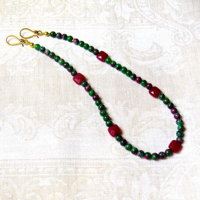 19. Halskette: Rubin und Rubin-Zoisite; 45 cm; CHF 70.