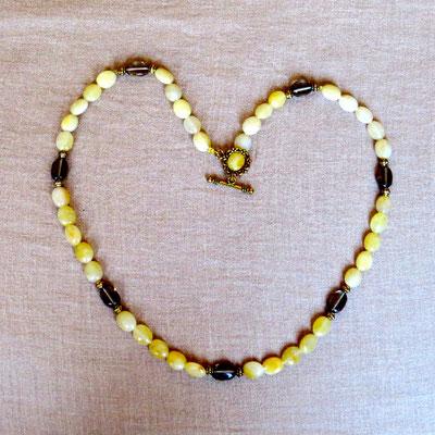 7. Halskette: Gelbe Jade und Rauchquarz; 52 cm; CHF 65.