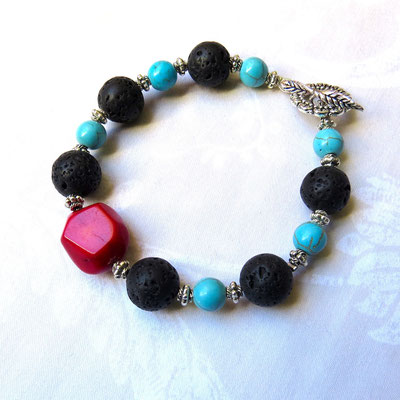 28. Bracelet : Lave, Corail bambou & Turquoise Howlite ; CHF 25.