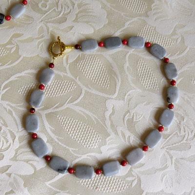 41. Halskette: Grauer Jaspis und Rote Chrysocolla; CHF 70.