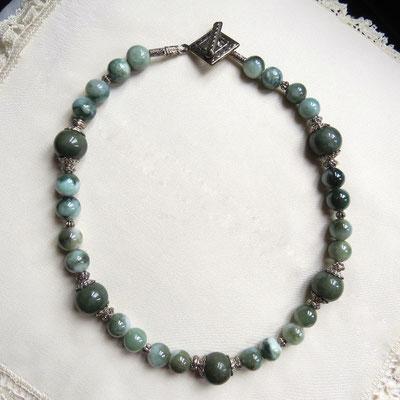 116. Halskette: Burma-Jade 42 cm; CHF 75.