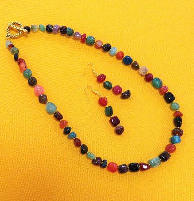 75. Halskette und Ohrringe: Achat mehrfarbig; 50 cm; CHF 90.