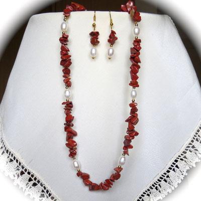 123. Halskette (45 cm) und Ohrringe: Roter Jaspis & Perlen; CHF 90.