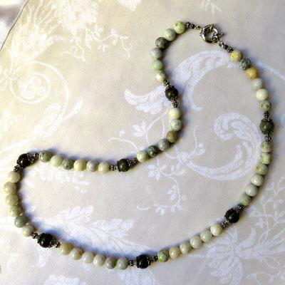 66. Halskette: Kunzit und Labradorit; 45 cm; CHF 65.