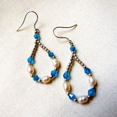 6. Boucles d'oreilles: Perles & Swarovski; CHF 15.