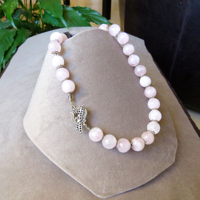 35. Collier : Quartz rose ; 45 cm ; CHF 65.