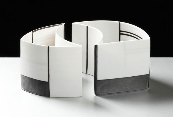 Karin Bablok | Porzelanunikat geometrisch bemalt | Mehrteilig | Hcm x Bcm