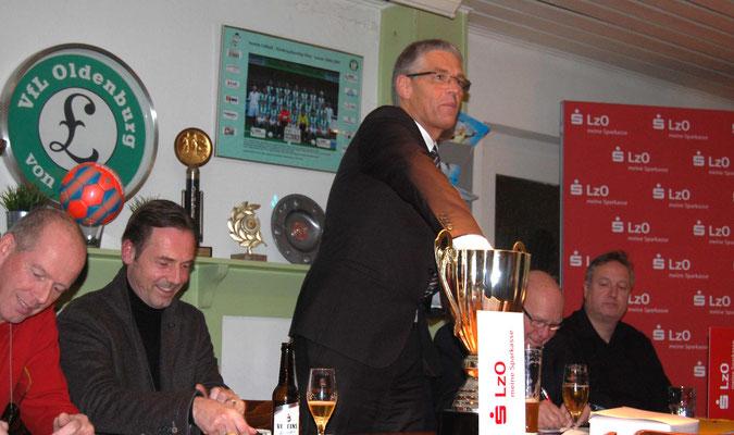 Auslosung in der Sports Kneipe des VfL Oldenburg / Bilder J. Krey