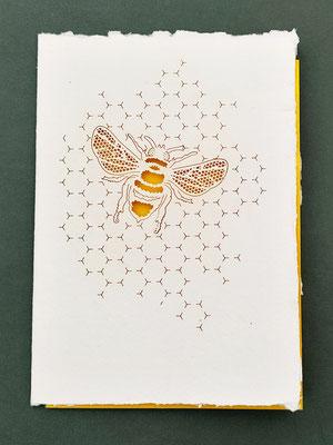 Karte aus Baumwollbütten mit gelasertem Motiv Biene - KBaW18