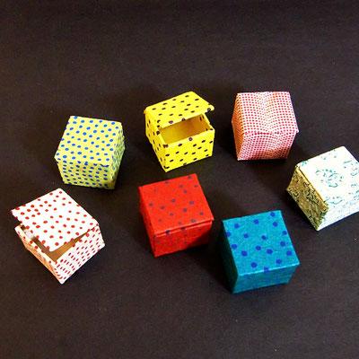 Mini-Schachtel, 3,5x3,5 cm, mit Lokta-Papier bezogen