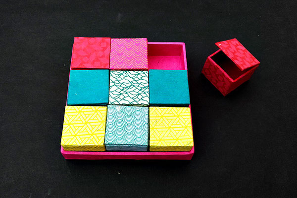 Mini-Schachtel, 3,5 x 3,5 cm, mit Lokta-Papier bezogen (Abb. beispielhaft) 2,80 Eur