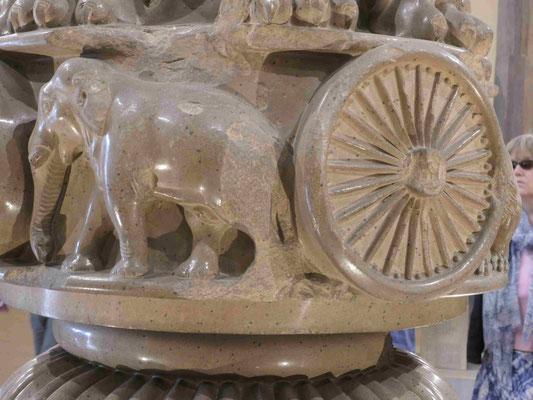 Das Löwenkapitell des Kaisers Ashoka, Sarnath, 3. Jhdt. v.u.Z., Detail
