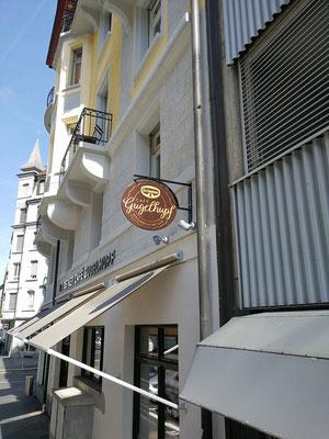 3D Logo aus Metall Vintage Style für Dr. Oetker Café Gugelhupf Luzern, Produktion und Montage BlackStone Werbetechnik Luzern