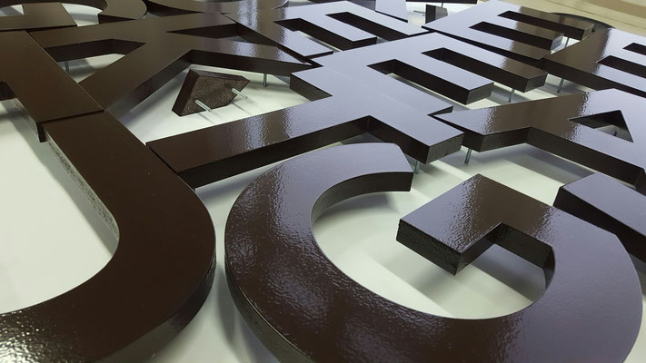 3D - Buchstaben lackiert aus 19 mm Kömacel
