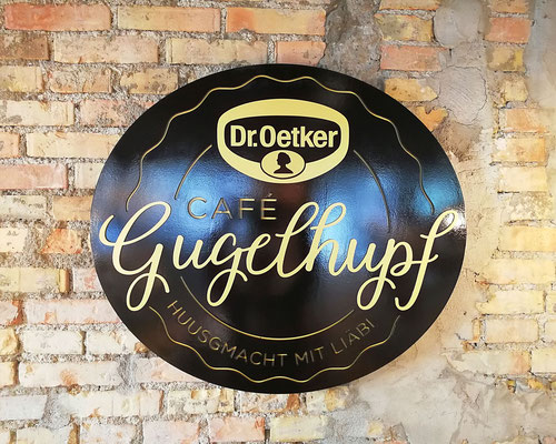 3D - Logo aus Metall  Dr. Oetker Café Gugelhupf Luzern, Produktion und Montage BlackStone Werbetechnik Luzern