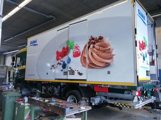Lastwagenbeschriftung mit Digitaldruck in Luzern, BlackStone Werbetechnik GmbH