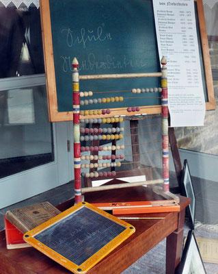 """Unser kleines Museum zum Thema """"Schule damals"""""""