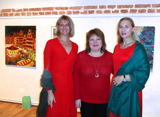 Ukrainerinnen unter sich: Fotografin Katerina Kiper, Kulturattachée Marina Nagaychuk,      Malerin Odarka Dema-Pisna
