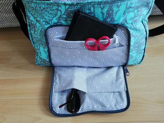 Die Damentasche TulaP hat sowohl außen, wie auch innen eine Vielzahl an Fächern.