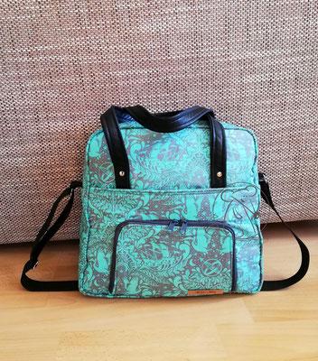 Die Wickeltasche TulaP ist eine aufwendig gearbeitet seegrüne Schultertasche und ein Unikat