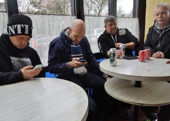 HSV : Wolfsburg 11.04.2015 im Grillpavillon Hamburg beim Pommeskönig