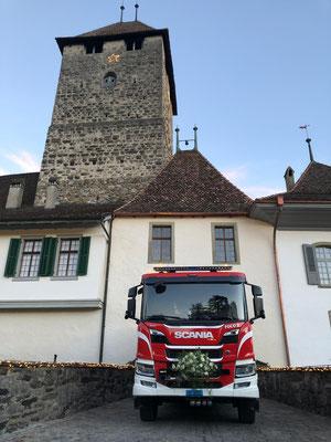 Foliendekor Schloss Spiez Einsatzfahrzeug Scania Feuerwehr Spiez