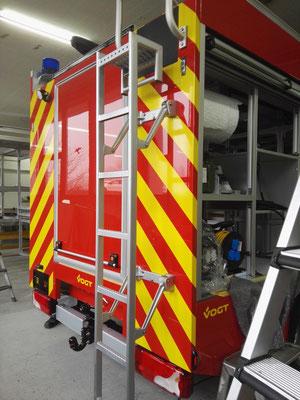 Beschriftung Feuerwehrauto Mercedes