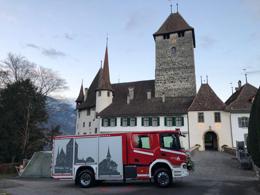 Beschriftung Einsatzfahrzeug Scania Feuerwehr Spiez