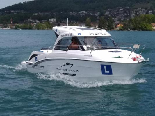 Folienschriften und Logos geplotet für jahrelange Einsatz auf dem Wasser
