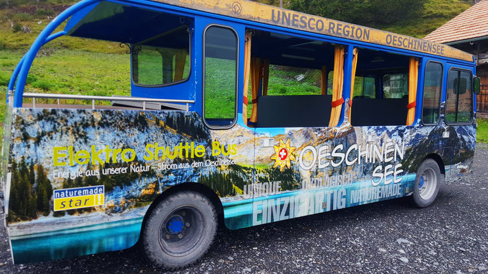 Fotoprint auf Hochleistungsfolie appliziert auf Shuttlebus