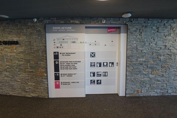 Stockwerkinformationen auf Lifttüren